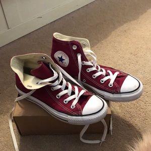 Women's size 7 converse shoes